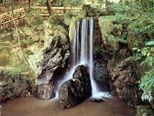 196:滝石組