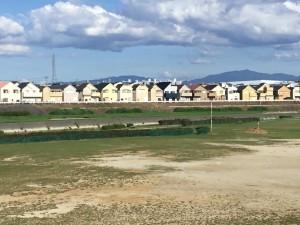 写真-01昔の美しい河川敷の景色も今は分譲住宅群へ (1)